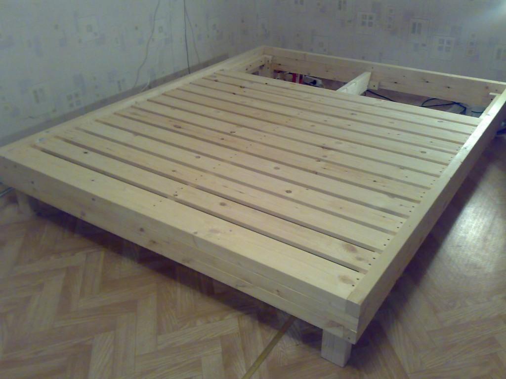 Как сделать большую кровать своими руками видео