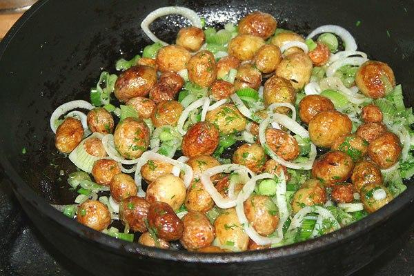 рецепт приготовления молодого картофеля в кожуре