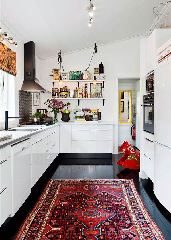 80a893653a8d0431e5ec16d92a16c1e0--persian-carpet-eclectic-kitchen